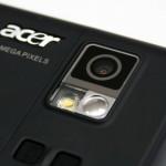 另外也內置300萬像素鏡頭連補光燈,能拍攝相片及短片。