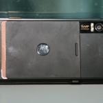 手機內置500萬像素自動對焦鏡頭及雙LED補光燈。