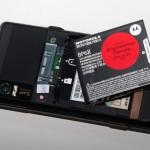 記憶卡插槽要打開電池蓋才會出現。